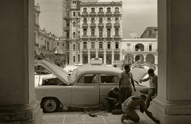 Luís Barreira Mecânico Havana, 1997 Fotografia Gelatin Silver print Exposição na Galeria Imargem - Almada, 1999 Publicação em Livro (Depósito Legal 144 759/99) arquivo: F_311_7270, 1997