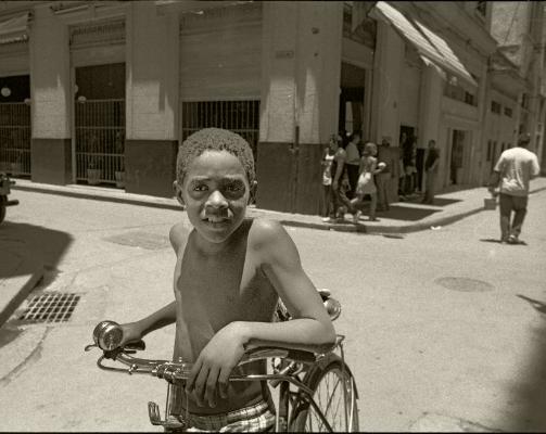 Luís Barreira  Havana, 1997  Fotografia  Gelatin Silver print  Série: CUBA'97  Exposição na Galeria Imargem - Almada, 1999  Publicação em Livro (Depósito Legal 144 759/99)  arquivo: F_311_7244, 1997