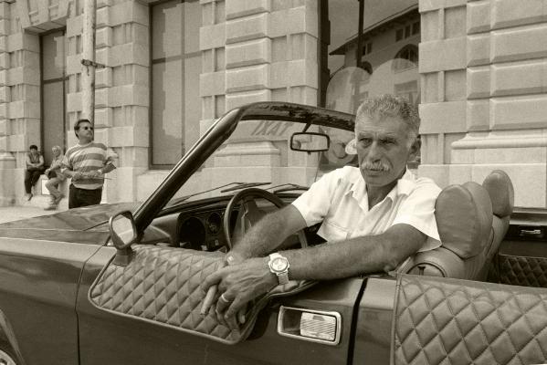 Luís Barreira  Taxi - Havana, 1997  Fotografia  Gelatin Silver print  Série: CUBA'97  Exposição na Galeria Imargem - Almada, 1999  Publicação em Livro (Depósito Legal 144 759/99)  arquivo:F_311_7262, 1997