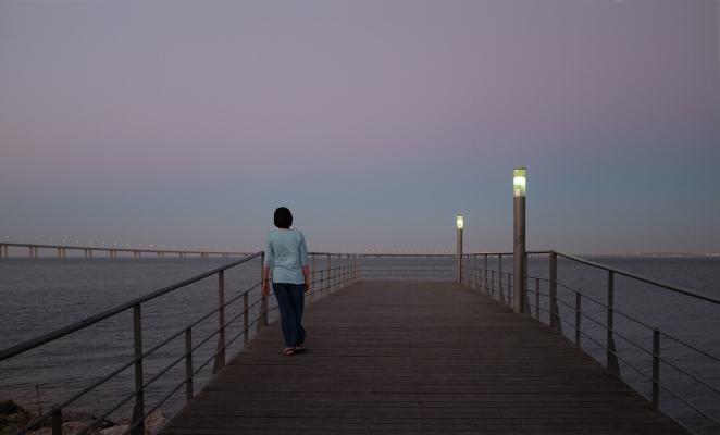 Luís Barreira  noite de verão II, 2017  Parque das Nações, Lisboa  Fotografia  Série: no parque  arquivo:07_15_DSCF1326, 2017