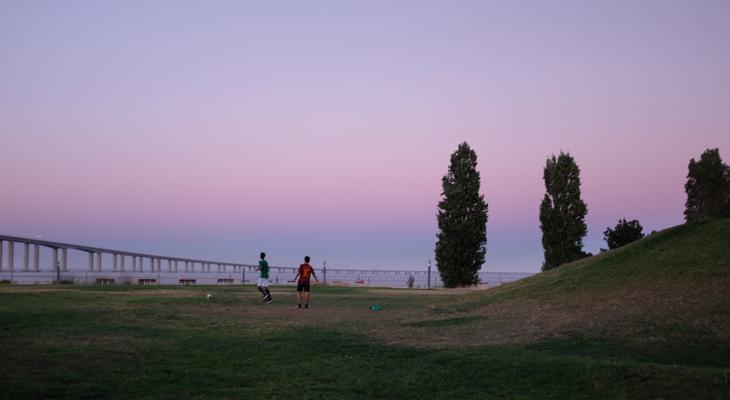 """Luís Barreira """"Noite de Verão III"""", 2017 Parque das Nações Lisboa Fotografia Série: no parque arquivo:07_15_DSCF1320, 2017"""