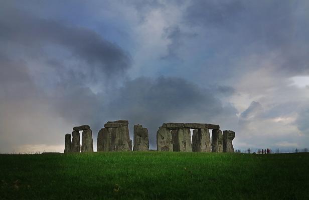 Luís Barreira  Stonehenge (3100 a.C.)  Amesbury, Wiltshire, UK  Latitude: 51.1831565223  Longitude: -1.85887471623  Fotografia  Série: Megalíticos  arquivo:07_31_IMG_7998, 2014
