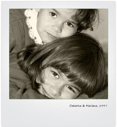 Luís Barreira  Catarina & Mariana, 1997  Série: Album  Fotografia  arquivo:F_342_1722B, 1997
