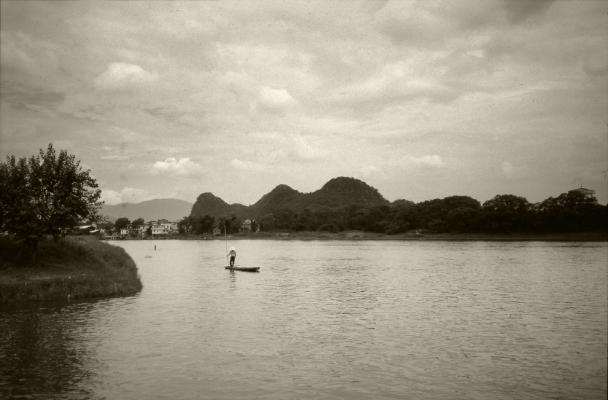 Luís Barreira  Li river, 1996  série:  transiberiano'96   Fotografia  Diapositivo digitalizado  arquivo:SLIDE_21540, 1996