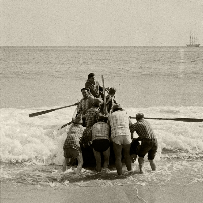 Luís Barreira  Pescadores  Costa da Caparica, 1988  Série:  Street Photography   arquivo:F_041_460, 1988