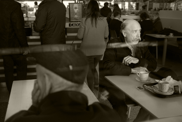 """Luís Barreira  """"no repasto"""", 2018  Série:  Street Photography   Fotografia  arquivo:02_04_DSCF5024, 2018"""