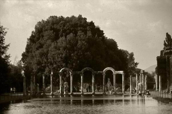 Luís Barreira  Canopo - Villa Adriana, 1990  Série. ROMA'90  Fotografia  arquivo:SLIDE_20586, 1990