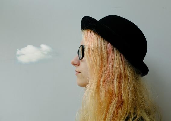 """Luís Barreira  """"tirei da gaveta uma nuvem""""...  Lisboa, 2018  performed by Diana Maslov  série: Portraits  Fotografia  arquivo:03_09_DSCF6491, 2018"""
