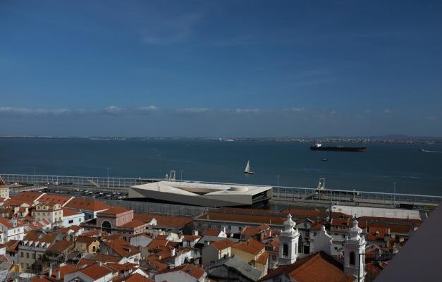 """Luís Barreira  """"Veduta""""  Porto de Lisboa, 2018  Série: Lisboa  Fotografia  arquivo:03_31_DSCF7149, 2018"""
