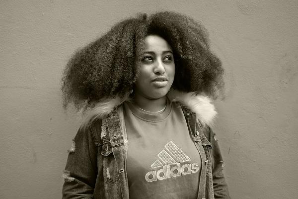 Luís Barreira  young girl, 2018  série:  portraits   Fotografia  arquivo:03_01_DSCF5945, 2018