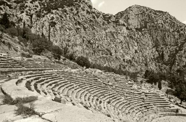 Luís Barreira  Teatro de Delfos, 1984  Grécia  Séria: antiguidade clássica  Fotografia  arquivo:SLIDE_Grecia_1455, 1984