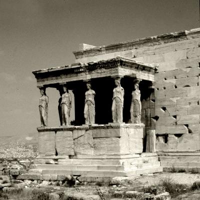 Luís Barreira  Cariátides no templo de Erecteion  Atenas, 1984  Série: antiguidade clássica  Fotografia  Gelatin Silver print  arquivo:SLIDE_Grecia_1296, 1984