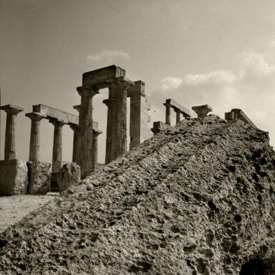 Luís Barreira  Templo de Egina, 1984  Grécia  Série: antiguidade clássica  Fotografia  arquivo:SLIDE_Grecia_1353, 1984