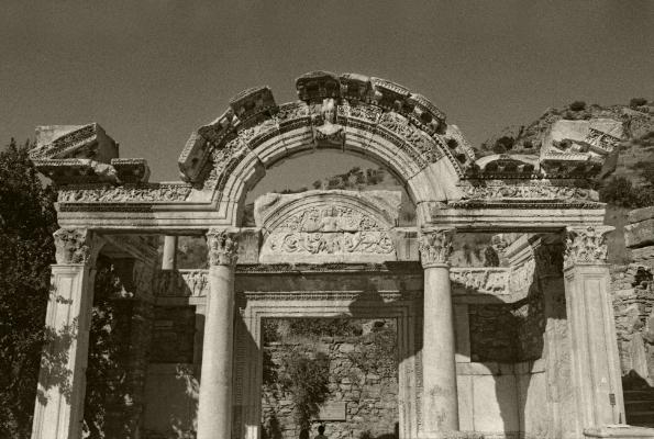 Luís Barreira  Templo de Adriano  Éfeso, 2005  série: antiguidade clássica  Fotografia  Gelatin Silver print  arquivo:2005_FOLIO_534_20322