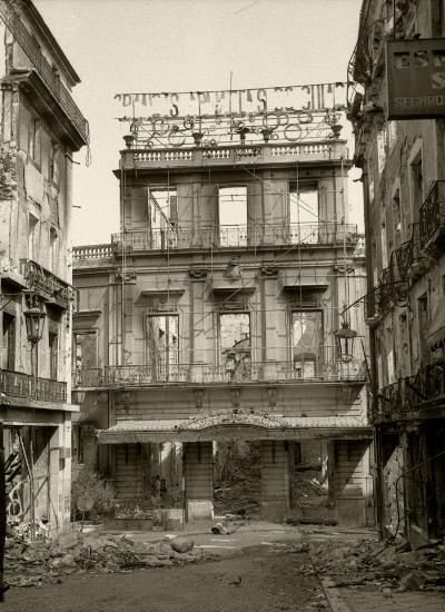 Luís Barreira  Incêndio nos Armazéns do Chiado*, 1988  Lisboa  Fotografia  Gelatin Silver print  arquivo:1988_FOLIO_042_5161