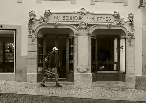 """Luís Barreira  """"Au Bonheur des Dames"""", 2018  série: Lisboa  Fotografia  arquivo:2018_09_07_DSCF9646"""