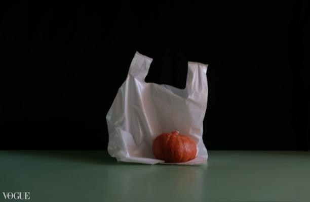 in  VOGUE   Luís Barreira,  Plastic bag with fruit , 2017  série:  Still Life   Fotografia