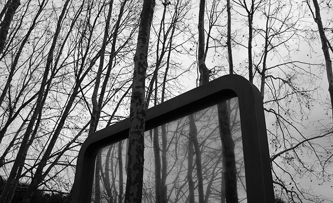 Luís Barreira  Fragmento da obra de José Pedro Croft (1998)  Parque das Nações, 2018  Lisboa  série: no parque  Fotografia  arquivo: 2018_12_15_DSCF1314