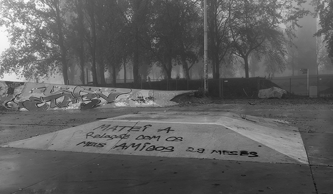 """Luís Barreira  """"matei a relação…""""  Parque das Nações, 2018  série: no parque  Fotografia  arquivo: 2018_11_30_DSCF0723"""