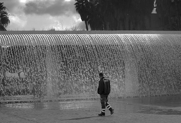 Luís Barreira  Jogos de água, 2019  série: no parque  Fotografia  arquivo: 2019_02_10_IMG_0537