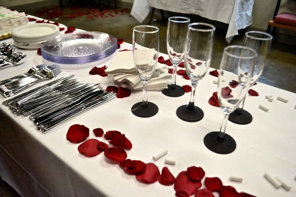 White table cloths, champagne glasses with chalkboard bottoms (for name identification) and clear dishwasher-safe dishes are available at no additional charge at Hub 925.