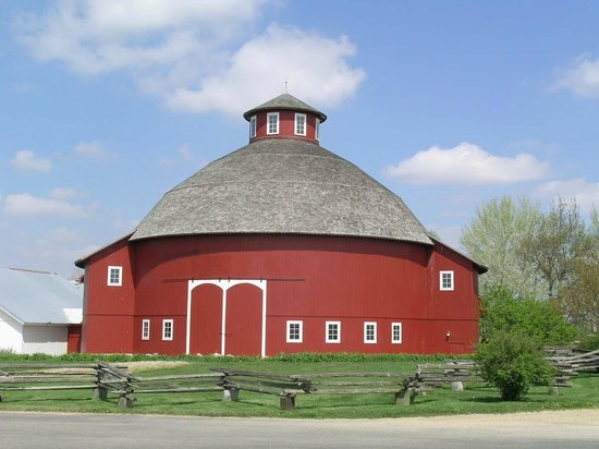 Round Barn Theater (Nappanee) - This place is amazing! Beautiful barns of all colors, lots of stone walls, walkways, horse & buggies, just amazing scenes around every corner. The main attraction is obviously the amazing round barn itself, but there is so much more. Within a mile is also downtown Nappanee where you're able to picture life as it was 60 years ago and capture some amazing & beautiful imagery.