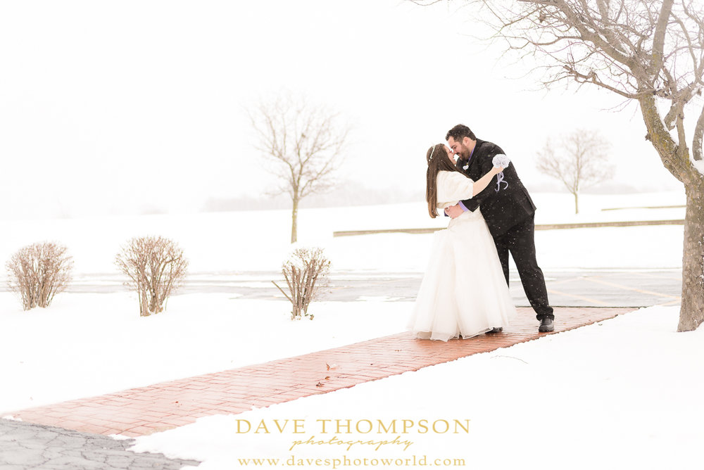 SNOWY WINTER WEDDING PHOTO