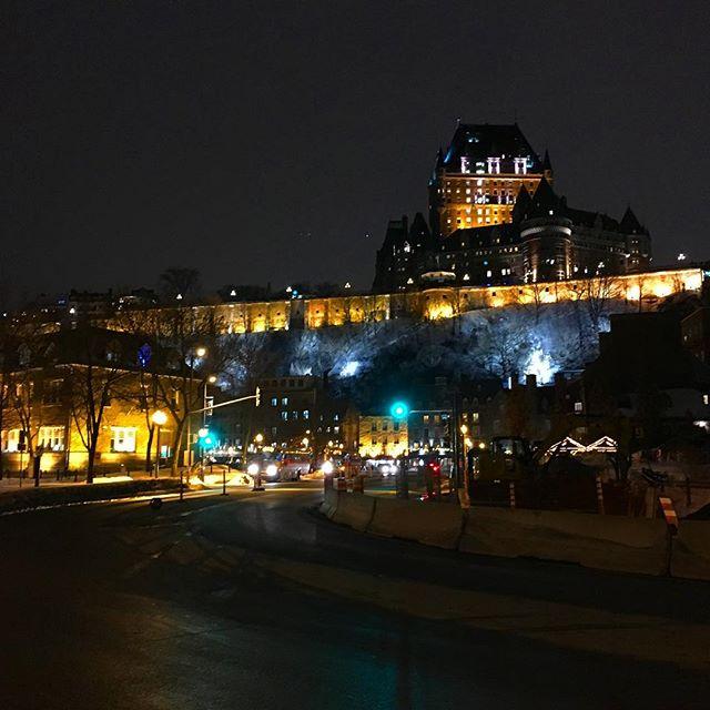 Le meilleur point de vue pour une photo «carte postale» de la Ville de Québec . . . #cartepostale #pointdevue #villedequebec #quebec #quebeccity #vieuxquebec #oldquebec #chateaufrontenac #accorhotels #jogging
