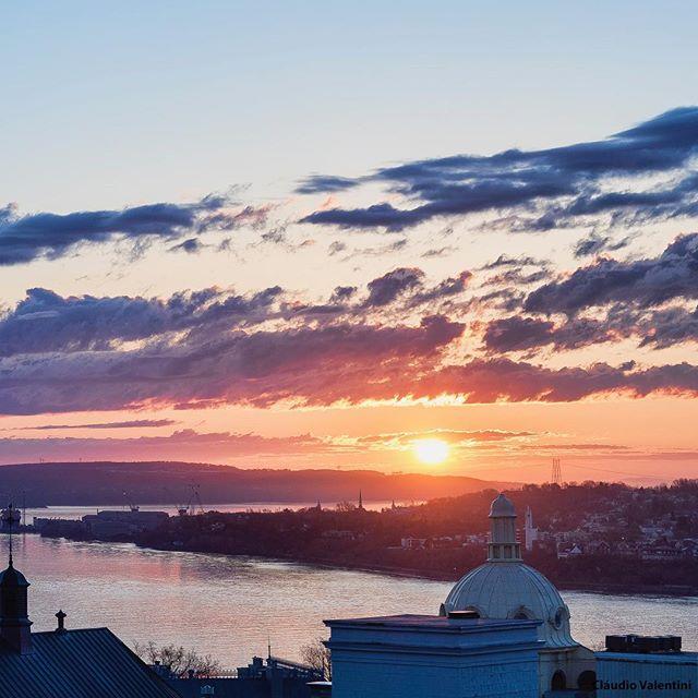 Les ouvertures de terrasse arrivent bientôt! On a hâte de s'y installer avec cette vue! Credit photo @valentini.claudio . . . #lesloftsdutresor #leslofts #lesloftsqc #residencedetourisme #terrasse #terrace #view #vue #vieuxquebec #oldquebec #quebec