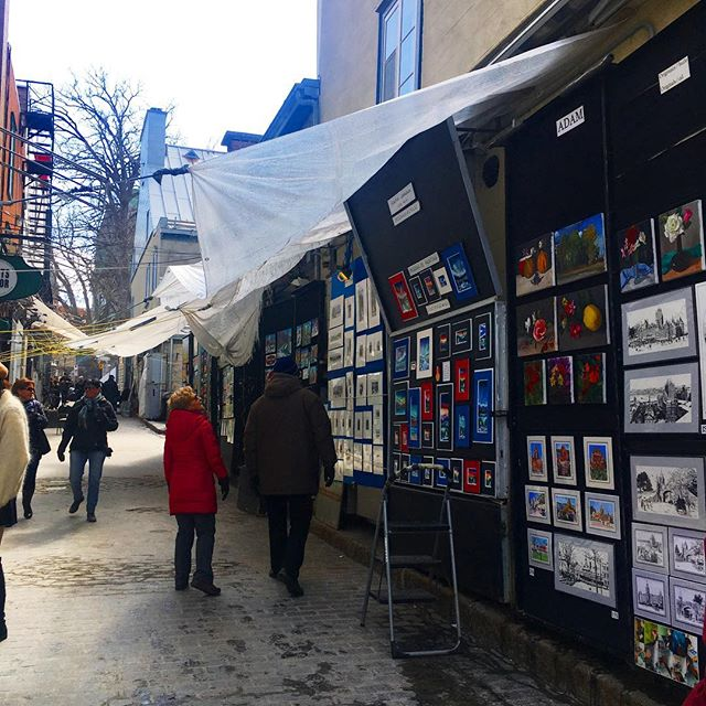 La rue des artistes . . . #ruedutresor #lesloftsdutresor #vieuxquebec #leslofts #lesloftsqc