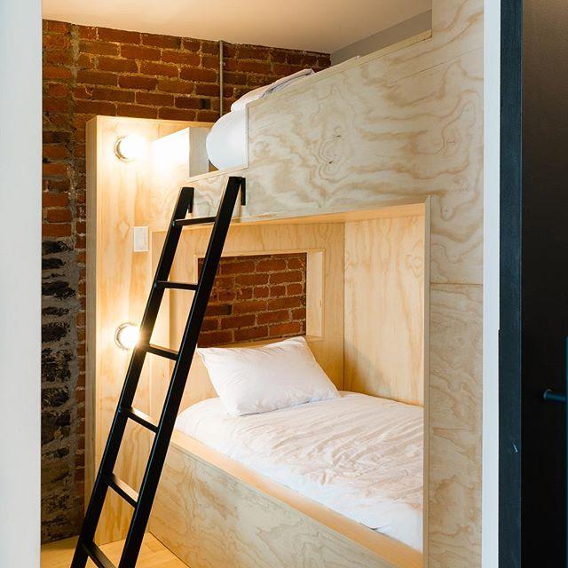 La chambres pour petits ou grands enfants! . . . #bunkbed #litsuperposé #lesloftsdutresor #vieuxquebec #oldquebec #quebeccity