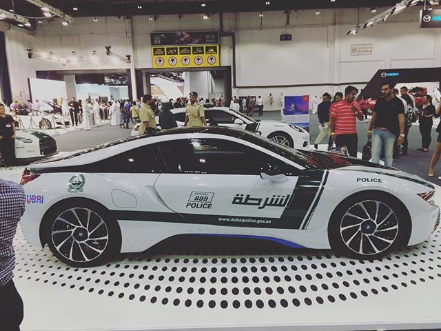 Who would run away from this ? A formula one maybe  #dxb #dubai #dubaipolice #supercar #car #followme #instagood
