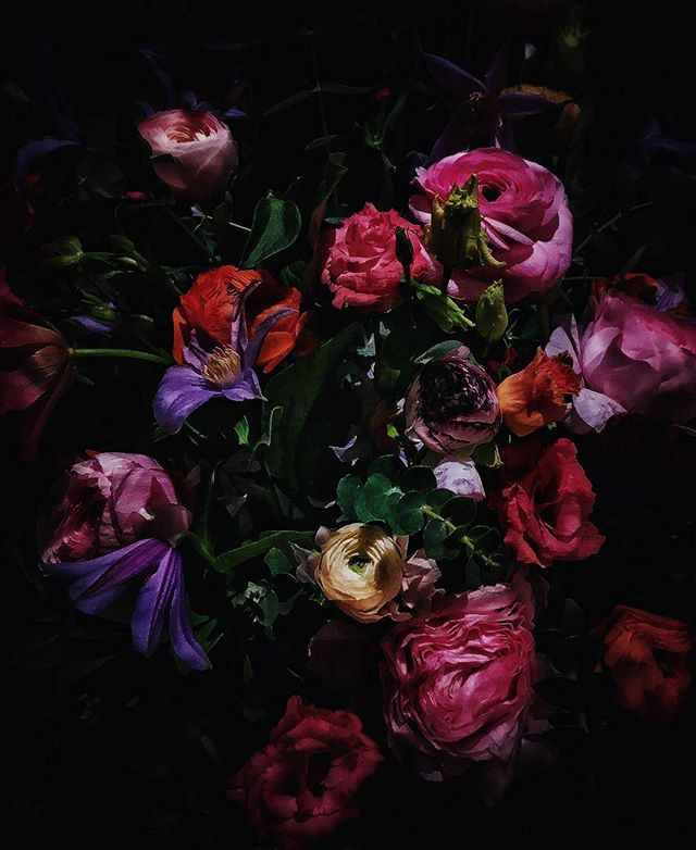 Avsked till en ranunkelfantast . . #vildrosorochtistlar #begravning #begravningsblommor #begravningsbinderi #begravningsdekoration #sorgbinderi #sorgdekoration #blomsterhandel #mariatorget #wollmaryxkullsgatan #instaflower #floriststockholm