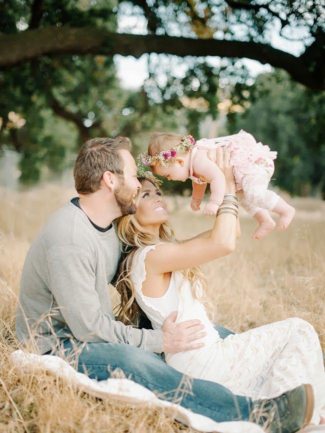 10f615fa523c324f70be099e1d308ab9--rustic-family-photos-cute-family-photos.jpg