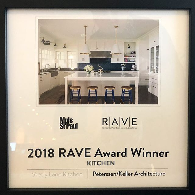 So thrilled that @larspeterssen @ryjafish @peterssenkellerarchitecture won a @mspmaghomeanddesign #raveaward for my beautiful kitchen!