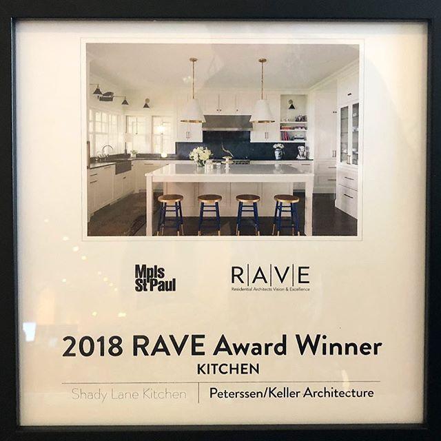 So thrilled that @larspeterssen @ryjafish @peterssenkellerarchitecture won a @mspmaghomeanddesign #raveaward for my beautiful kitchen!