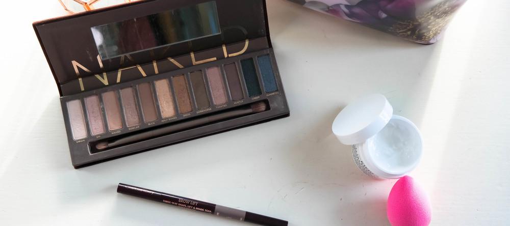 Current beauty favourites: Naked palette, Charlotte Tilbury brow pen, Kiehls moisturiser, Beautyblender