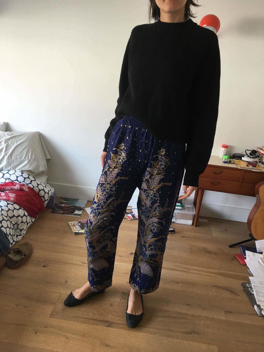 Client Example - The harem shape of these pants, along with their glitter gold embellishment, was very eye-catching. The black pairings calm down the bohemian style and make them more easy to wear everyday.
