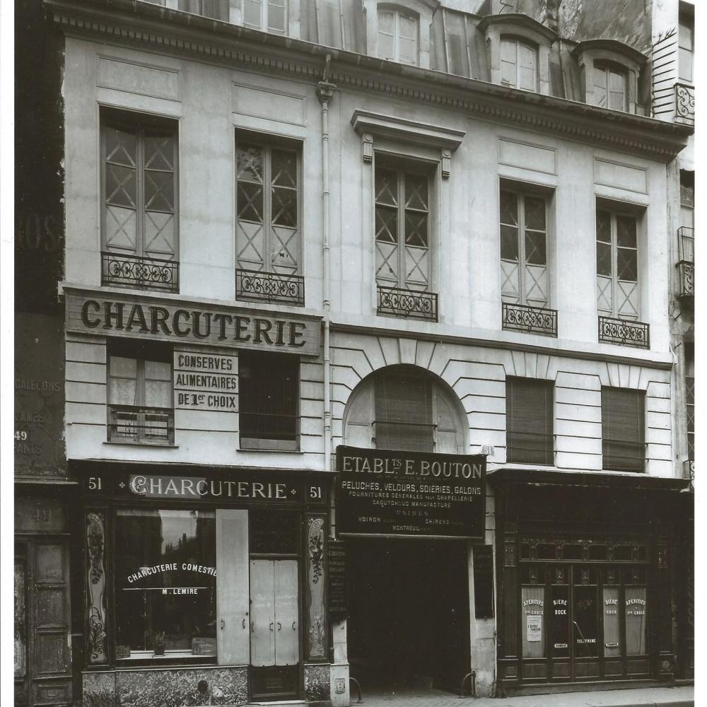 Une tradition - Le 51 Rue du Temple où se situe Comptoir Gourmet, c'est aussi un lieu avec une longue tradition des plaisirs de bouche et qui au fil des ans abrita aussi bien une charcuterie qu'une épicerie fine dans un quartier proche des anciennes Halles de Paris.