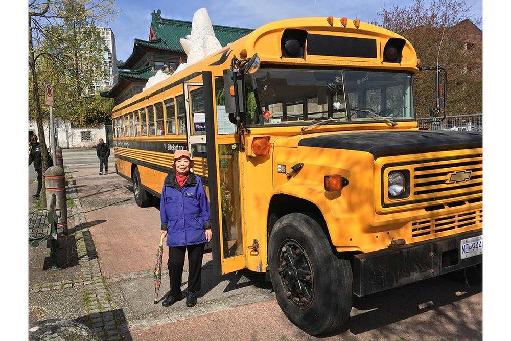 mum-&-bus-IMG_3274-WEB.jpg