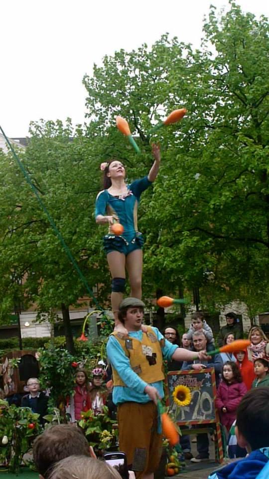 shoulders juggle.jpg