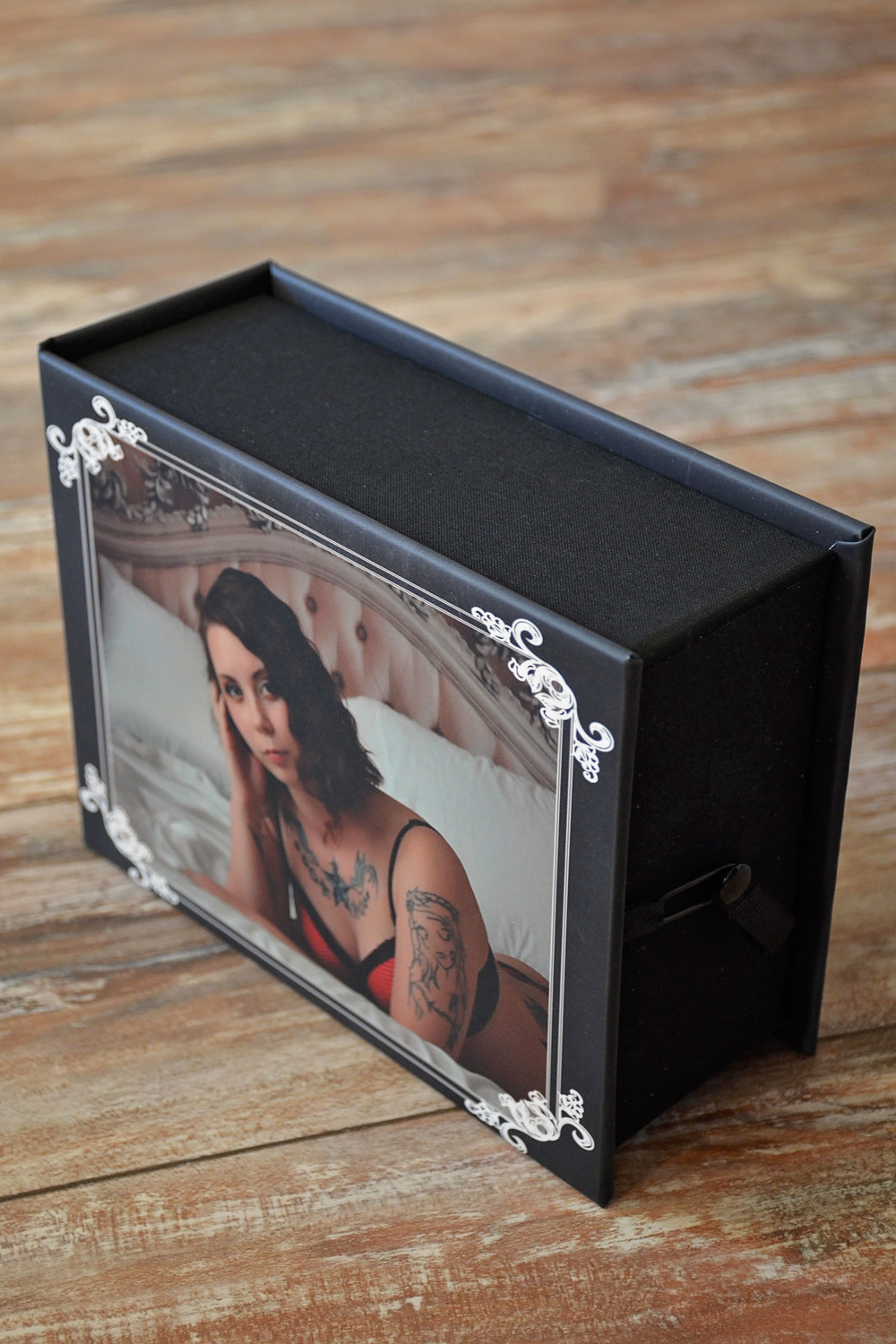 Boudoir image box front and side closure