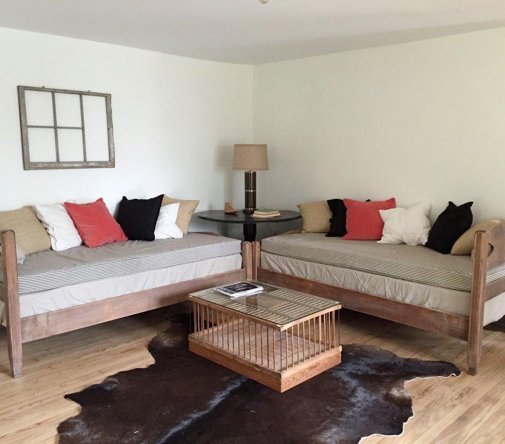 Lounge Room 1.jpg