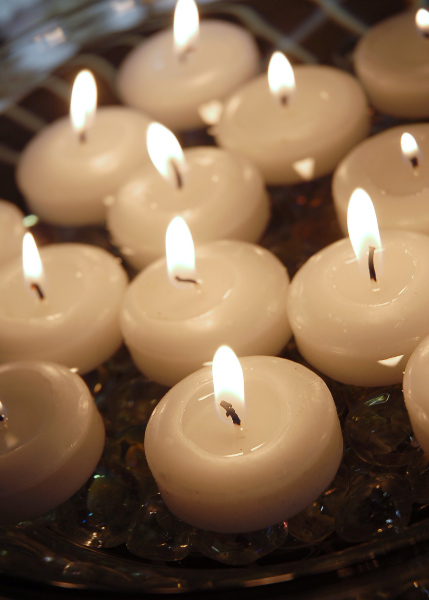 floating-candles-1-3-4-white-4.jpg