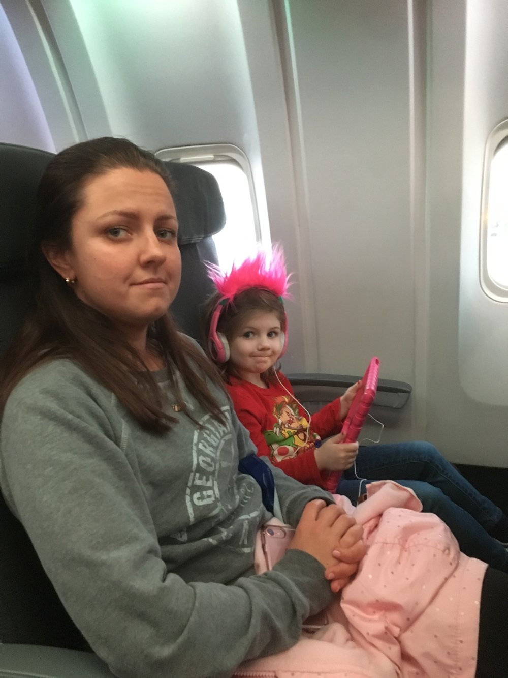 Morgan sat with his cousin, and Kendall was amazing ! She didn't even flinch the whole flight. She just wanted pizza LOL   ps - can you tell i'm terrified?!