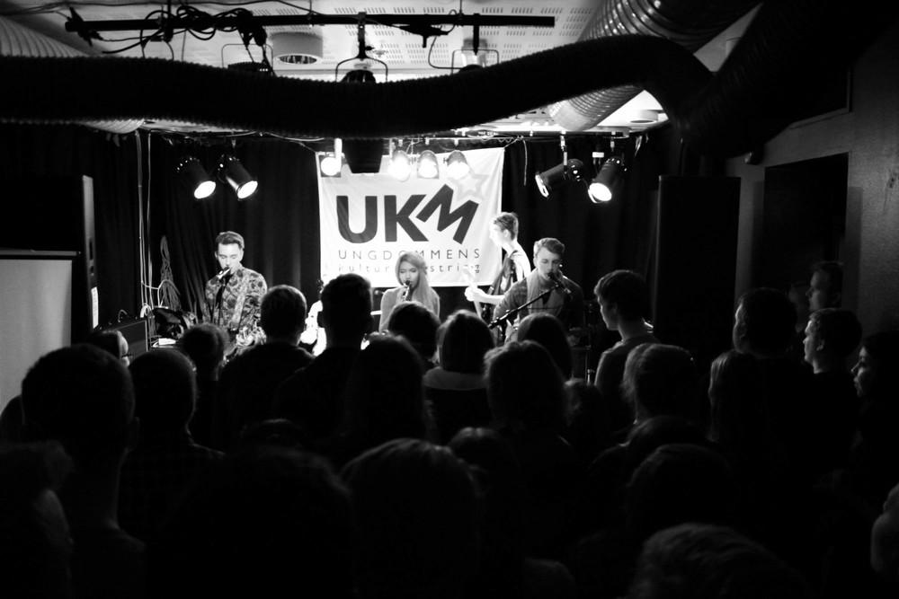Det ferske Harstad-bandet Santus på scenen under UKM: Earlybird 2015