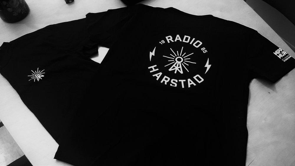 Kanskje du vinner en Radio Harstad T-shirt!