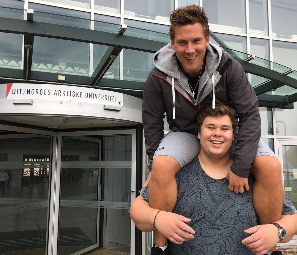 Daniel og Ruben er klar til å kickstarte studentradioen i Harstad.