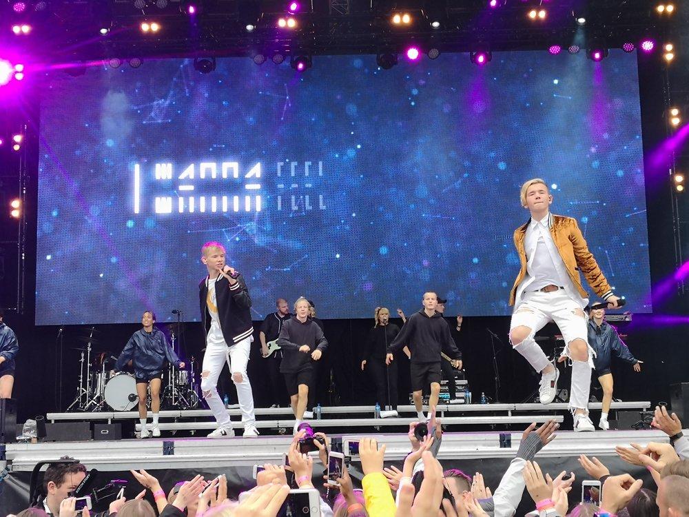 Marcus & Martinus på scenen i Harstad. Foto: Charite Esp