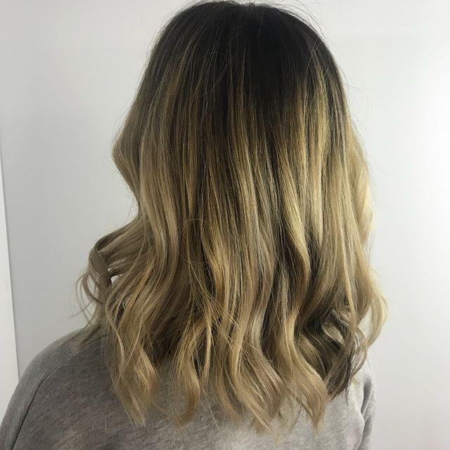 Just 4 more weeks until Christmas! Dont forget to book your appts ahead of time to ensure you can get in! Call the salon, email, or DM me! Here's a before and after on Ana!